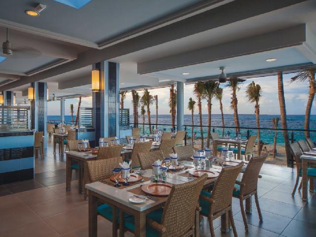 Hotel Riu Cancun Coral Poolside Restaurant