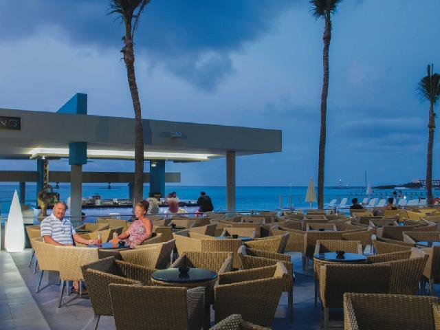 Hotel Riu Cancun Poolside Restaurant