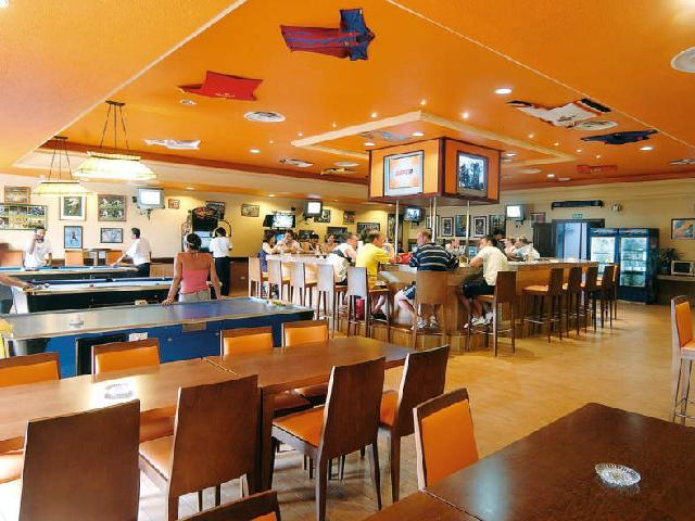Hotel Riu Cancun - Sports Bar
