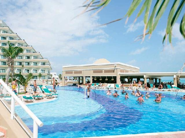Hotel Riu Caribe - Poolside Bar