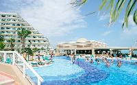 Hotel Riu Caribe Poolside Bar and Restaurant