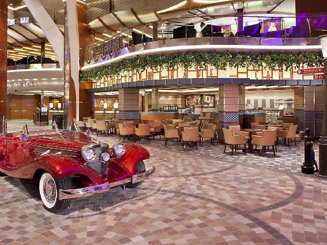 Mariner of the Seas - Cafe Promenade