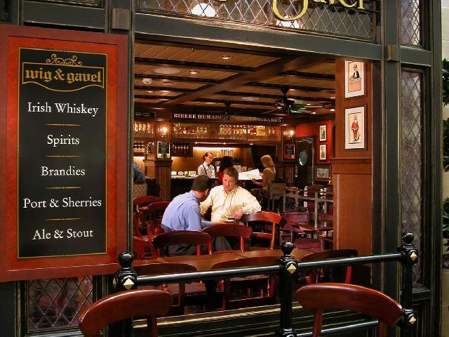 Mariner of the Seas - English Pub