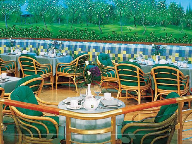 Norwegian Sky - Garden Cafe
