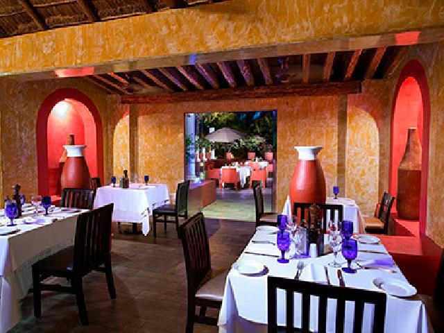 Grand Oasis Cancun - Dos Lunas Italian Restaurant