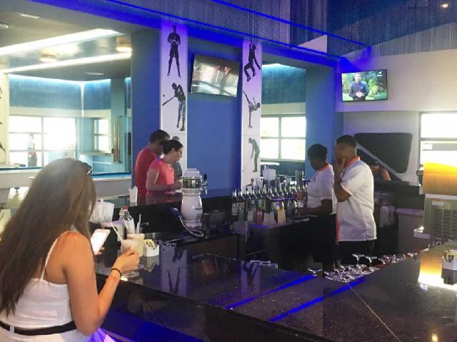 RIU Republica - Sports Bar