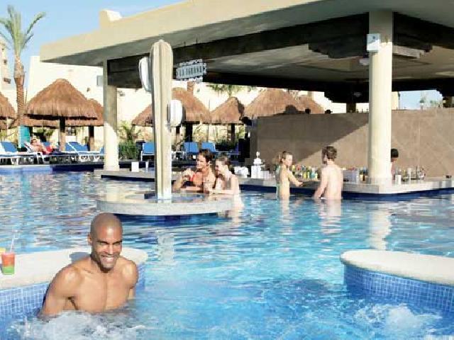 Riu Santa Fe - 3 Poolside bars with swim-up bar