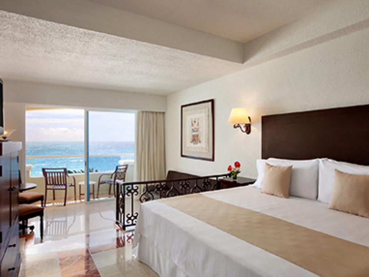 Junior Suite Oceanfront - Gran Caribe Resort Cancun