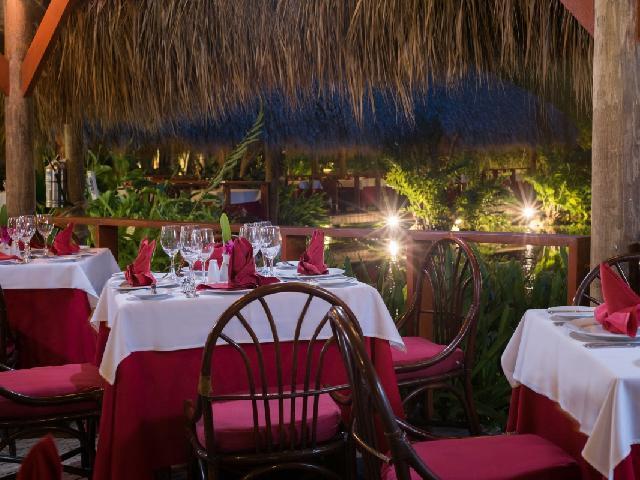 Natura Park Beach - Media Luna Restaurant