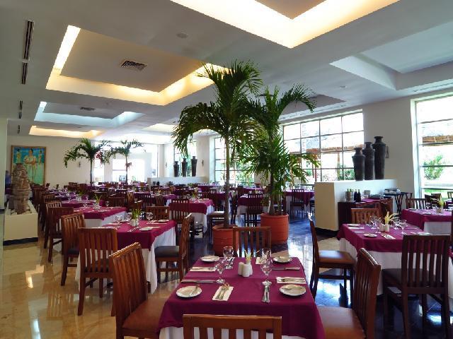Oasis Cancun Lite - Tunkul Buffet